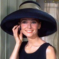 Audrey Hepburn w kapeluszu dama elegancki luksusowy czarny z szarfą