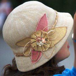 Elegancki kapelusik płócienny