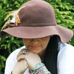 Kapelusz filcowy dla kobiety stylowy brązowy