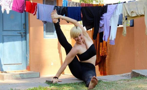 Sportsmenka: kobieta zwysportowaną sylwetką, zdyscyplinowana. Ćwiczy regularnie isystematycznie!