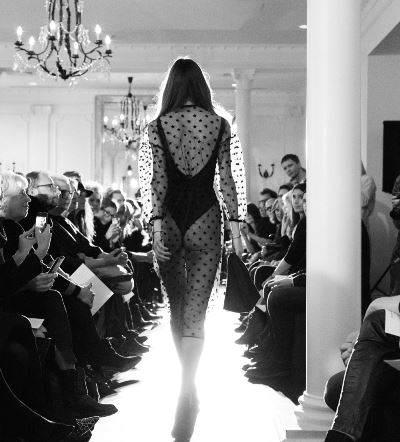 Pokaz projektantki mody Ani Kuczyńskiej kolekcja Lawa