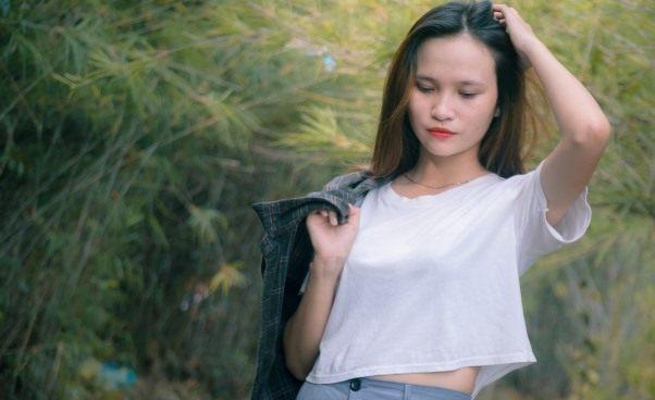 Czy nieśmiała cicha małomówna dziewczyna kobieta może być atrakcyjna woczach mężczyzn
