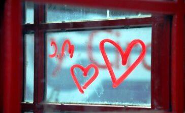Walentynki komercjne święto zakochanych obowiązek