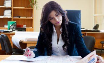 Jak poradzić sobie z apodyktyczną wredną szefową