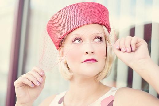 Jak znaleźć swój styl ubierania moda inspiracje wstylu retro toczek zwoalką
