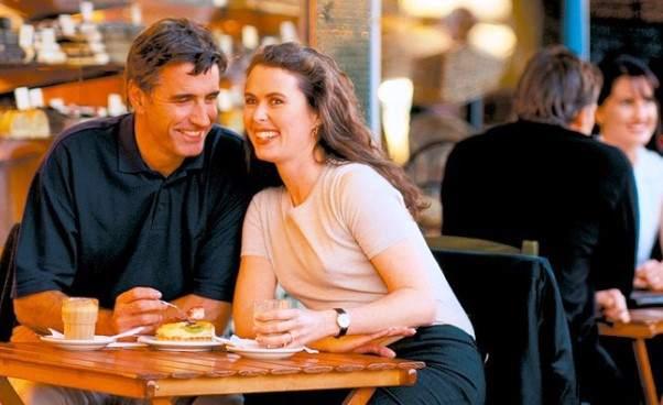 Czy warto umawiać się narandki internetowe Czy randki przez Internet są bezpieczne Porady opinie