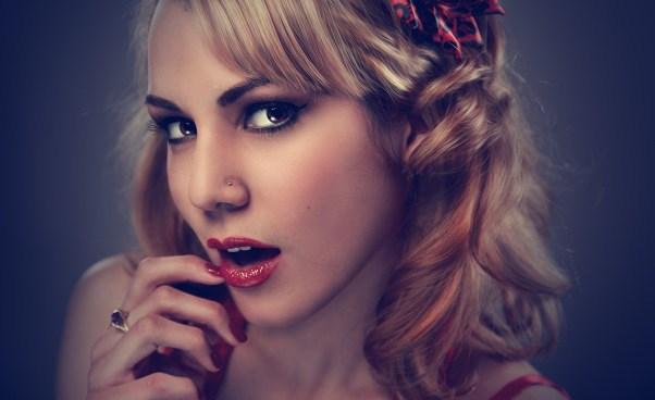 Co toznaczy być atrakcyjną kobietą? Jak zwiększyć swoją atrakcyjność? Inspiracje, porady