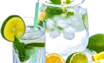 Jak zrobić lemoniadę cytrynową Przepis na lemoniadę z miętą z cytryny i limonki Dobra lemoniada przepis