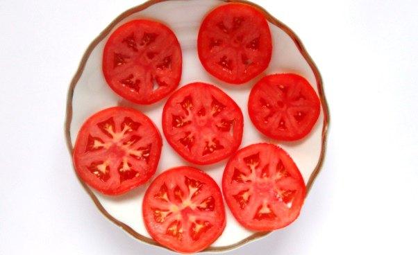Przepis napyszny omlet zpomidorami boczkiem szczypiorkiem bezmąki bezmleka Proste danie Pomidory Omlet zjajek