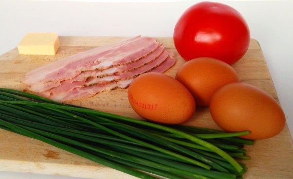 Składniki doomleta Jak zrobić omlet zboczkiem pomidorami szczypiorkiem omlet zjajek Prosty przepis