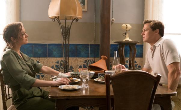 Film omiłości Sprzymierzeni recenzja melodramat szpiegowski sensacyjny wstylu retro Brad Pitt Marion Cotillard