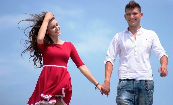 Jak zrobić dobre wrażenie na pierwszej randce z chłopakiem Strój ubranie zachowanie rozmowa