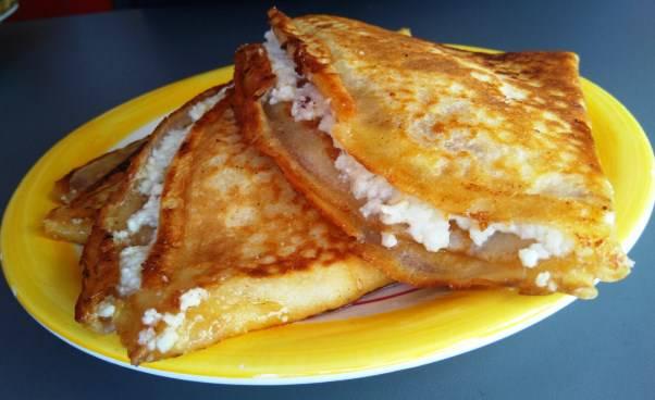 Przepis na naleśniki z serem na słodko Jak smażyć naleśniki z białym serem na maśle dobre chrupiące