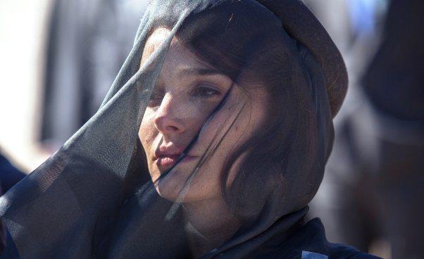 Jackie film biograficzny Jacqueline Kennedy dramat kobiety wżałobie Styl ubierania Jackie Kennedy kapelusze kostiumy sukienki