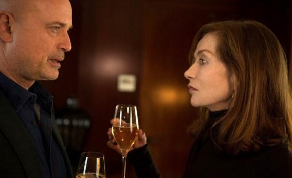 Recenzja filmu Elle thriller dramat psychologiczny Brutalny gwałt kobiety Isabelle Huppert Paul Verhoeven