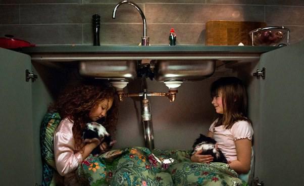 Film familijny odziewczynce zostaje nanoc ukoleżanki Sonia śpi gdzie indziej bajka dla dzieci oborsukach Recenzja Opinie odilu lat