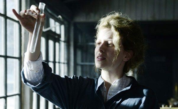 """""""Maria Skłodowska-Curie"""" ciekawy film opolskiej noblistce zKaroliną Gruszką. Biografia, recenzja, opis"""