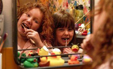 Sonia śpi gdzie indziej 2016 szwedzki film fabularny dla dzieci o dziewczynkach Kino familijne Recenzja Opinie od ilu lat