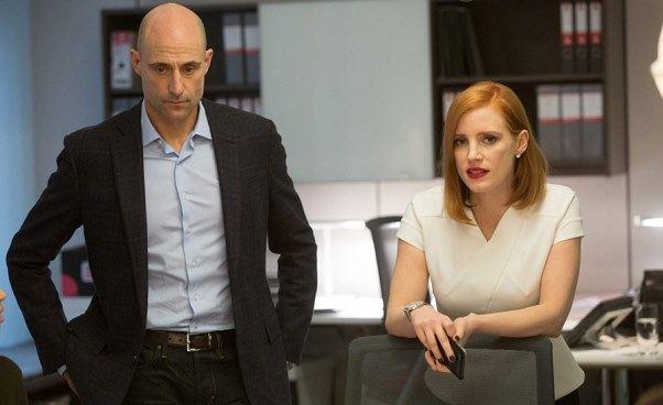 Dobry dramat thriller Sama przeciw wszystkim Miss Sloane okobiecie lobbystce Jessica Chastain Recenzja filmu Opinie