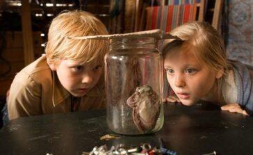 """Film familijny o nauczycielu zamienionym w żabę. """"Pan Żaba"""" recenzja"""