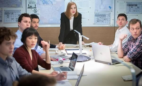 Miss Sloane Sama przeciw wszystkim dramat thriller film osamotnej kobiecie lobbystce Jessica Chastain Recenzja