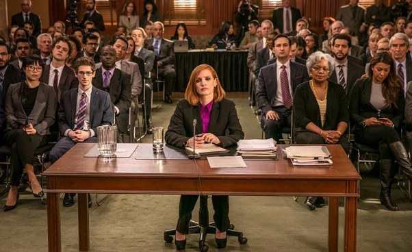 Sama przeciw wszystkim Miss Sloane dobry ciekawy film dramat thriller polityczny okobiecie lobbystce Jessica Chastain