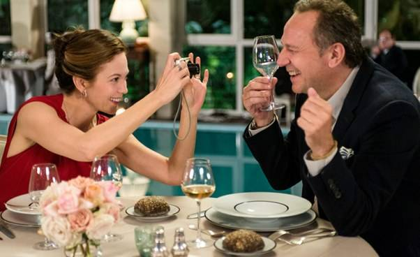 """""""Paryż może poczekać"""" film romantyczny opodróży przezFrancję. Recenzja, trasa podróży, nazwy potraw"""