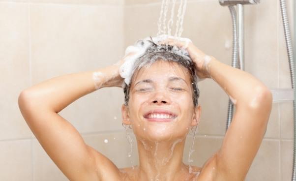 Problem zeswędzącą skórą głowy – jak go zwalczyć?*