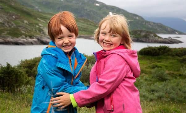 """""""Kacper i Emma jadą w góry"""" ciekawy norweski film familijny dla dzieci o wyprawie w góry"""