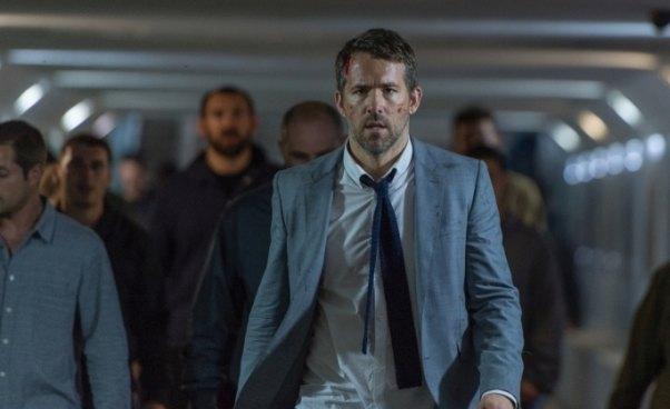 Film akcji komedia sensacyjna Bodyguard Zawodowiec 2017 Ryan Reynolds Recenzja Opinie