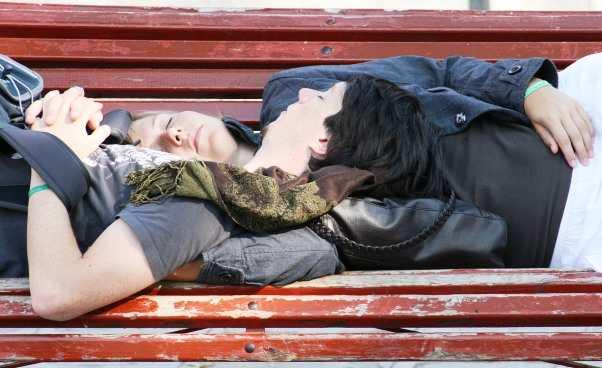 Drzemka wciągu dnia Odpoczynek kobiety Jak ustalić drzemkę zrodziną dzieci jak nauczyć się odpoczywać