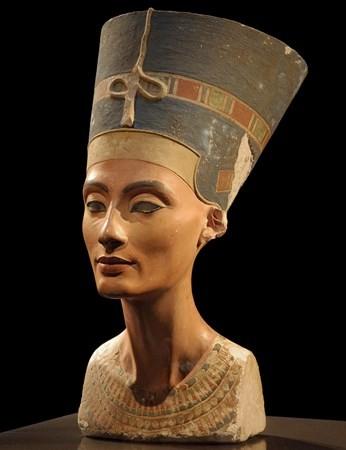 Popiersie Nefertiti królowej Egiptu wizerunek obraz zdjęcie ciekawe cytaty znanych kobiet sławnych ludzi