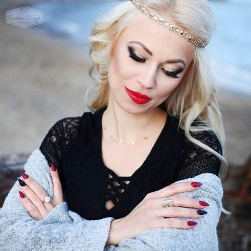 Jesienna sesja zdjęciowa wplenerze zprzyjaciółkami Makijaż Karolina Barzowska Stylizacje paznokci