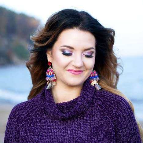 Makijaż istylizacje paznokci nasesję zdjęciową wplenerze jesienią Opis sesji Lista kosmetyków