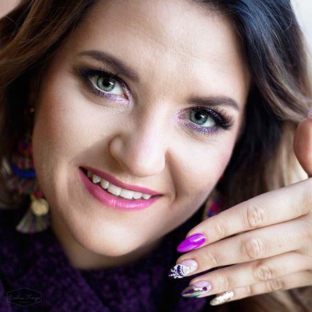 Makijaż istylizacje paznokci nasesję zdjęciową wplenerze zkoleżankami Opis sesji Przygotowanie