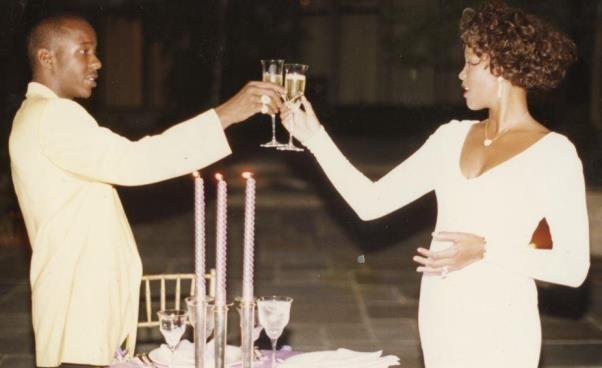 Dobry dramat biograficzny osłynnej piosenkarce biografia Whitney Houston Poruszający film dokumentalny