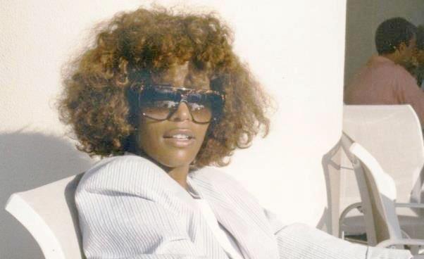 Whitney film 2018 biografia Whitney Houston Poruszający film dokumentalny o słynnej piosenkarce Recenzja opis