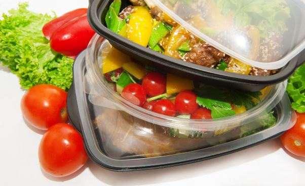 Dieta pudełkowa Jak odżywianie wpływa na stan skóry Składniki diety pudełkowej produkty woda