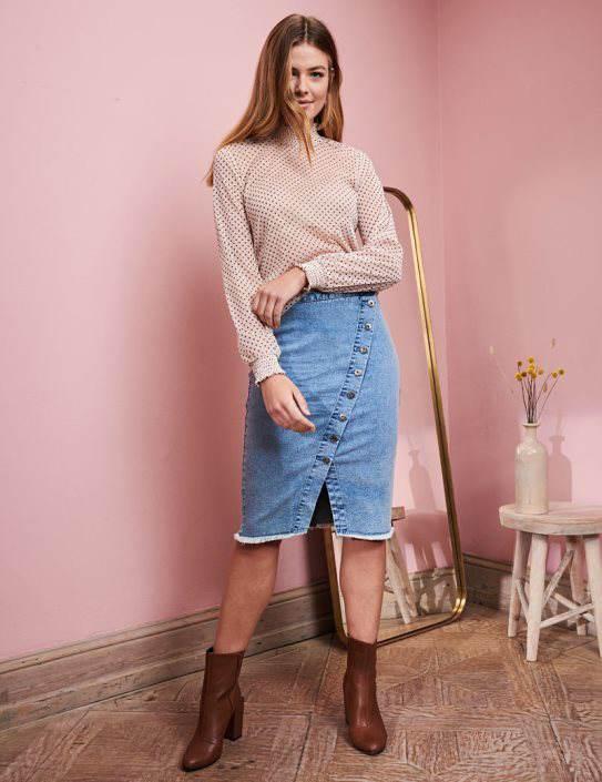 Modna spódnica jeansowa uniwersalna wkażdym wieku Zdjęcie