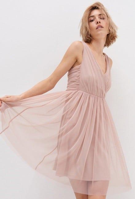 Tania sukienka ztiulu